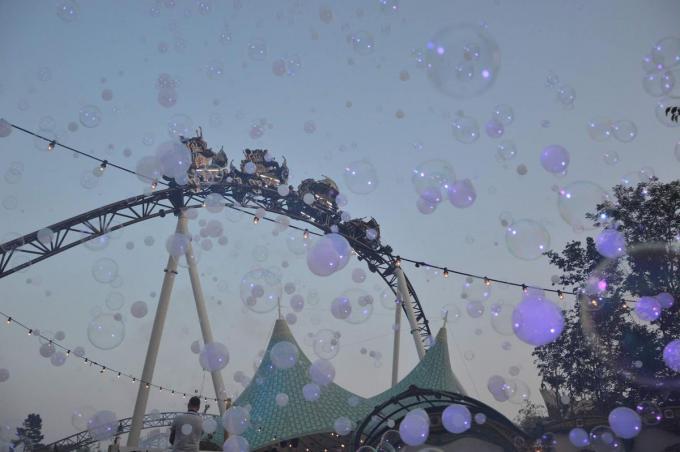 Een rit tussen een decor van 'zeepbellen'...