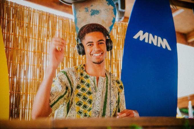 Tola OG in actie tijdens MNM Start to DJ.
