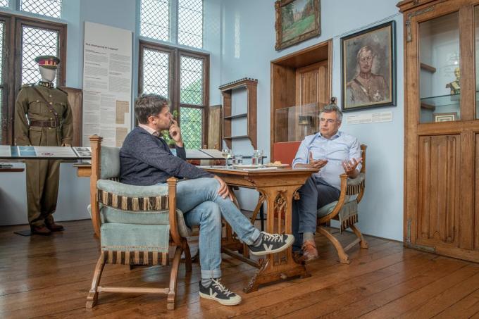 Joachim Coens en journalist Paul Cobbaert.