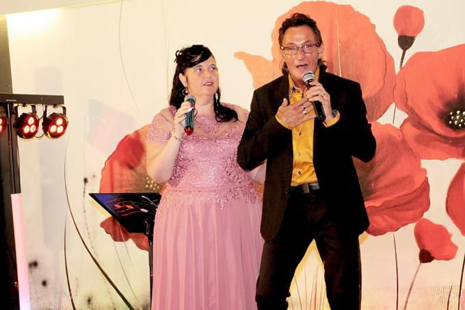 Mieke en Francis op het podium.