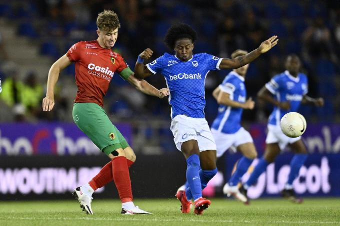 """Jack Hendry (links) verliet KVO voor Club Brugge. """"Jack zal toch iets minder lui en comfortabel moeten zijn"""", zegt Alexander Blessin."""