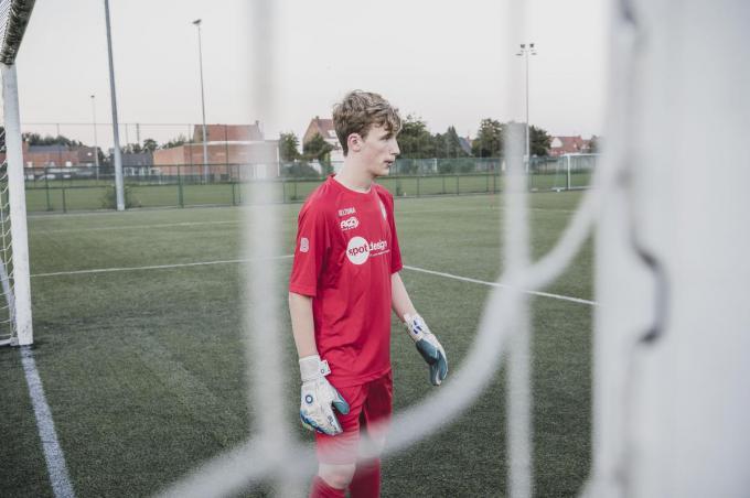 Doelman Rowan Vandersteene hoopt via KV Kortrijk zijn selectie voor de Deaf Devils, de nationale dovenploeg, af te dwingen.
