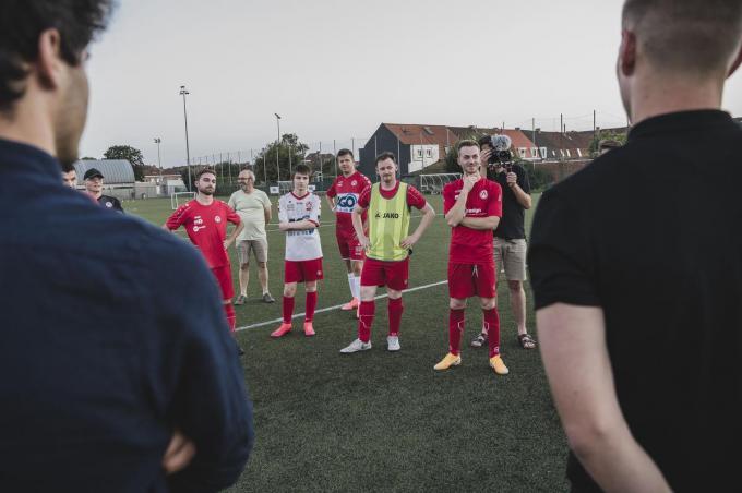 """""""Onze voetballers zijn trots om zichzelf spelers van de Veekaa te kunnen noemen"""", zegt coach Youssef Ouassou."""