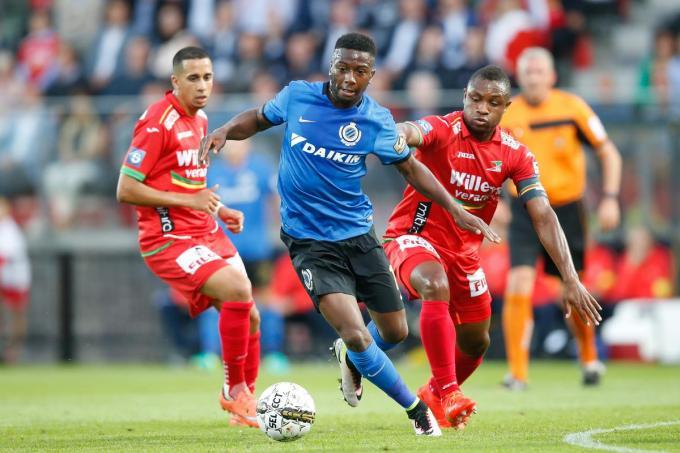 5 augustus 2016: Abdoulay Diaby in duel met Yassine El Ghanassy en Sebastien Siani.