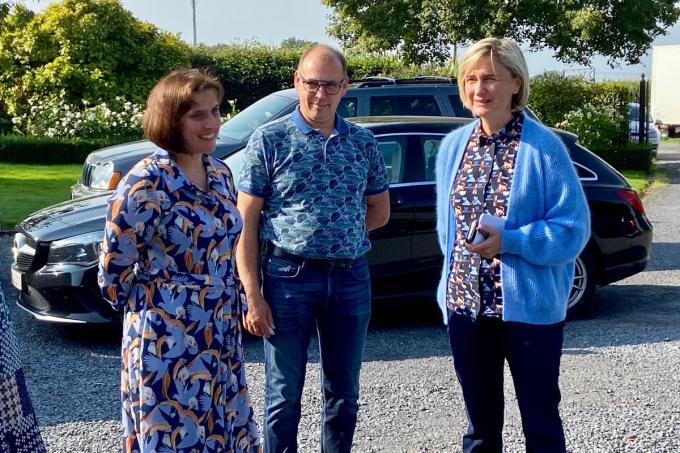 Marijke Degezelle, haar man Geert Van Wonterghem en Vlaams minister van Landbouw Hilde Crevits