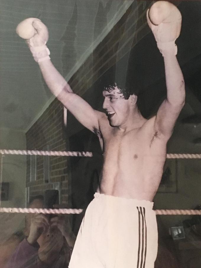 Eddy Vandenhouweele werd twee keer kampioen van België bij de amateurs en werd daarna ook nog nationaal kampioen.