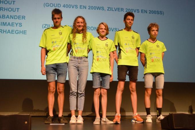 Op de Belgische Zomerfinale, dealternatieve Belgische kampioenschappen, viel EFC-IKZ ook in de prijzen. Je ziet v.l.n.r. Wout Vansimaeys, Fien De Brabander, Wolf Claerhout, Bas Claerhout en Martijn Verhaeghe.
