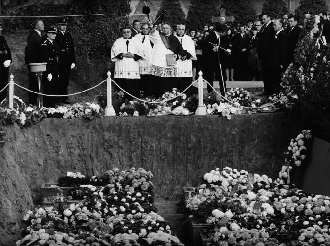 Op 11 oktober vond op het kerkhof van Aarsele een massabegrafenis plaats. Een indrukwekkende gebeurtenis, zegt Etienne daarover.
