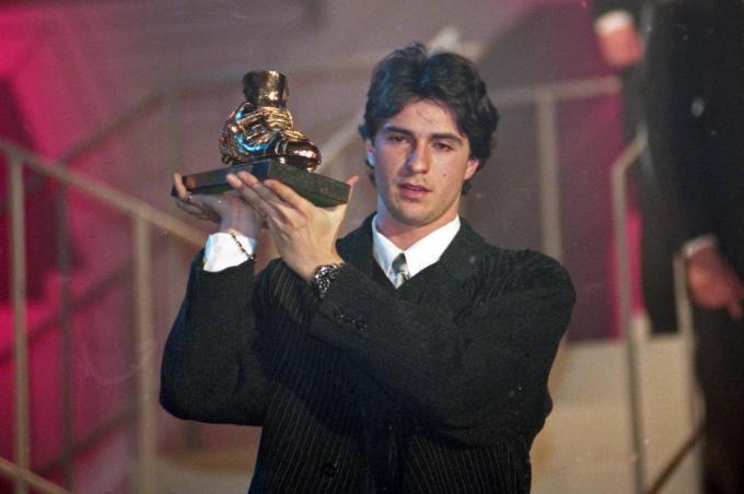 Paul Okon in januari 1996, toe hij de Gouden Schoen in ontvangst mocht nemen.