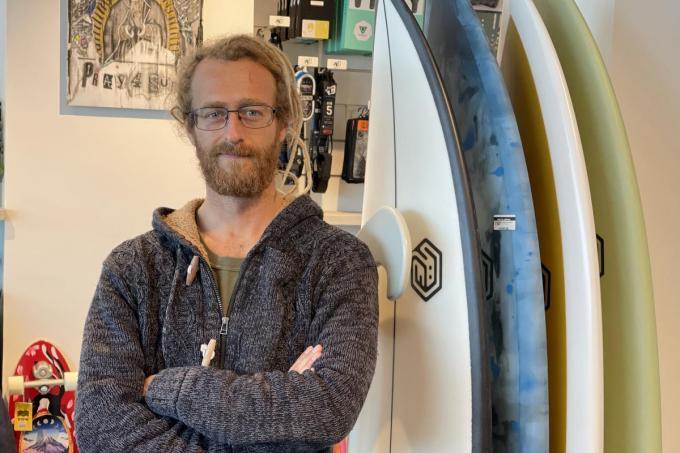 """Thomas Houck opende een surfwinkel: """"De toekomst ligt hier."""""""