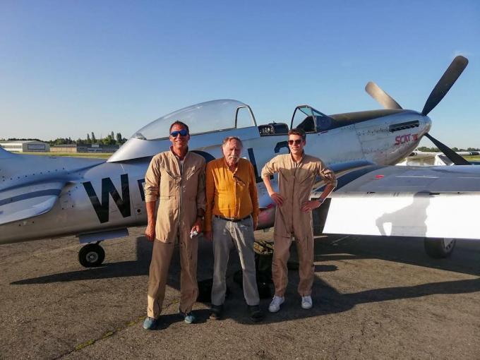 Lieven en Nander met opa Frans, die ook piloot was.