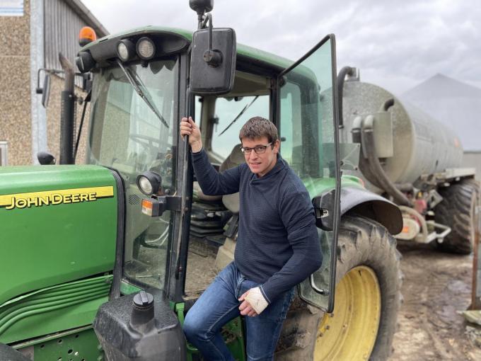 Landbouwer Bert Hanssens vraagt ook tijd en ruimte om het wegdek te kunnen reinigen.