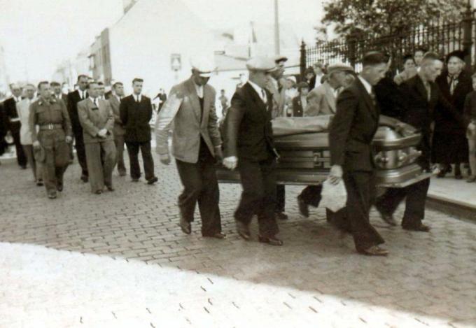 De uitvaart van Oscar Demol in 1953 in Stene-Dorp.