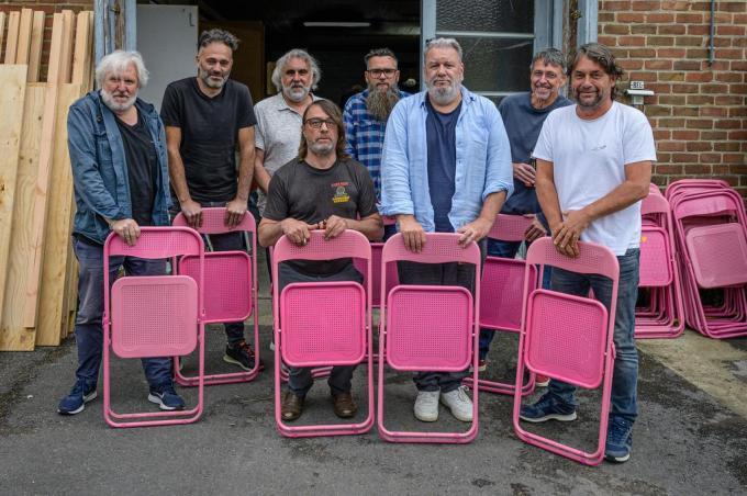 De Dolfijntjes, met van links naar rechts Serge Feys, Marc De Maeseneer, Dick Vanhoegaerden, Wim Willaert, Yves Fernandez, Wim Opbrouck, Marc Holvoet en Luc Byttebier.