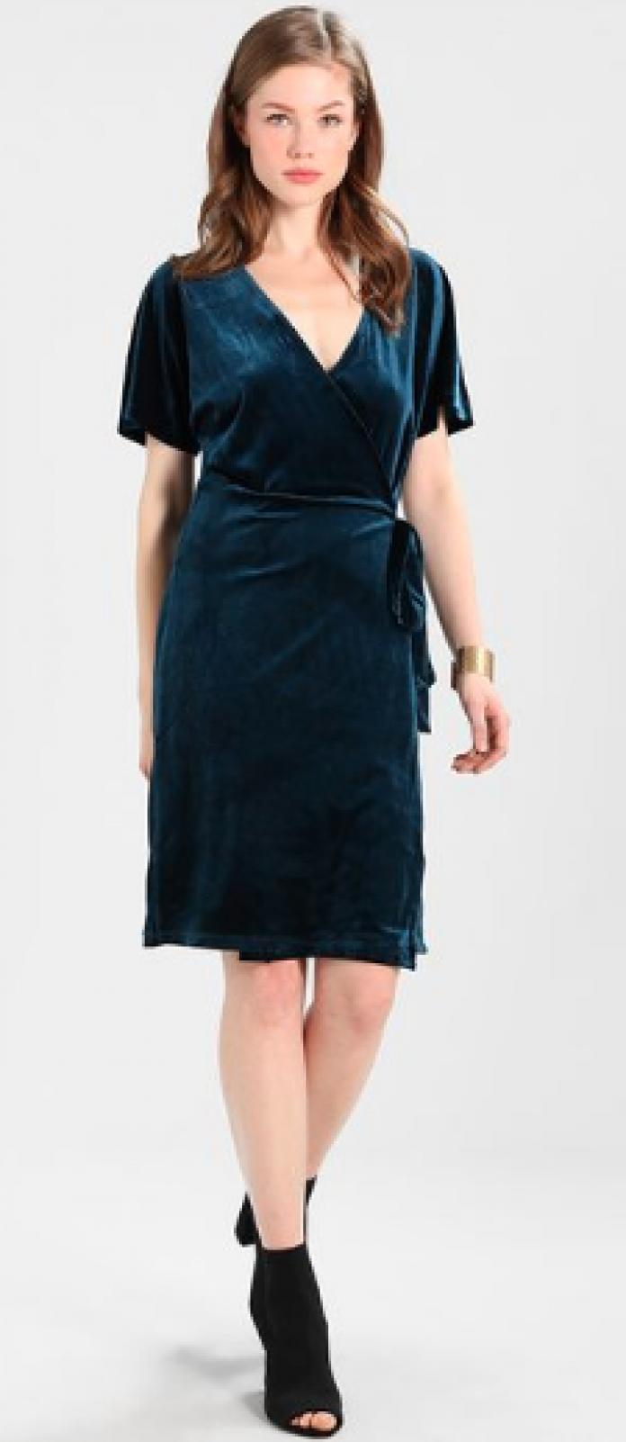 2f1ba4187500 13 robes de soirée pour briller pendant les Fêtes - Femmes d Aujourd hui
