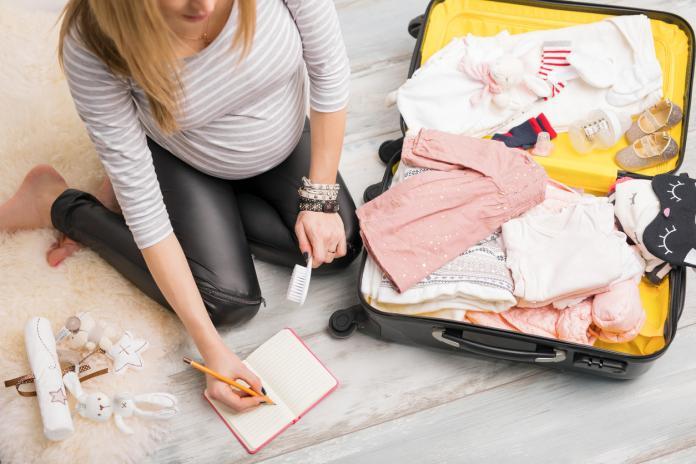 que mettre dans la valise de maternité