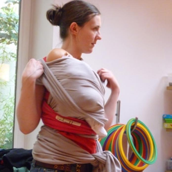 Apprendre à porter son bébé - Femmes d Aujourd hui Mamans f3dc7375712