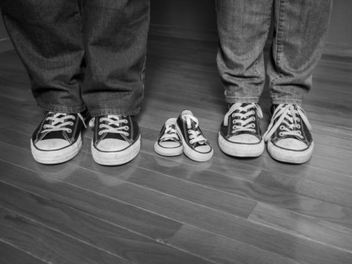 b82d4358c13 ... als je jouw favoriete sneakers in het mini kan kopen voor je kleine  engel. Inspiratie nodig? Bekijk hier de leukste matching sneakers voor mama  en baby.