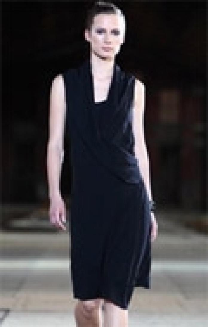 491bbe643287c3 Een zwart jurkje is een onmisbare elegante klassieker. Ook in je  zwangerschapsgarderobe. En al helemaal met de feestdagen in het verschiet.