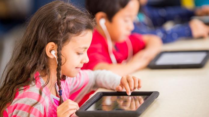 Kind op tablet