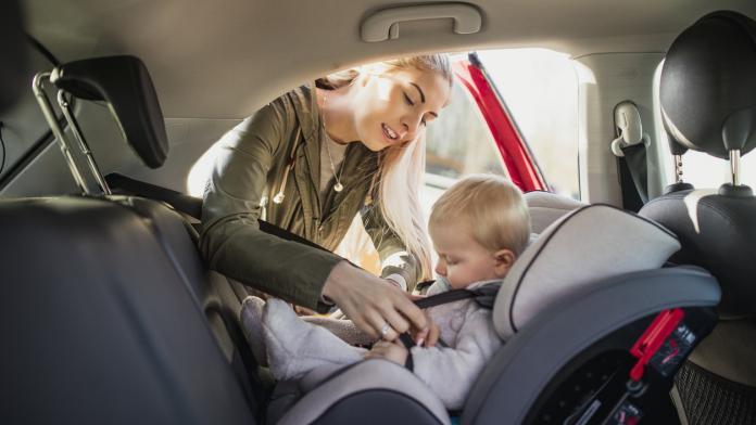 hoelang mag je baby in autostoel zitten?