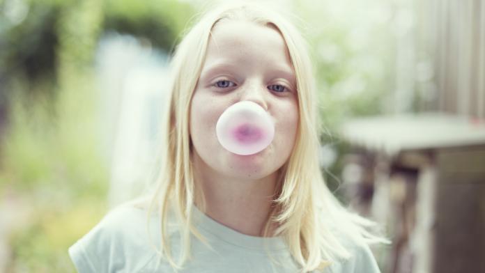 kauwgom verwijderen haar kind