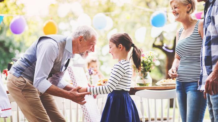 grootouders verwennen kleinkind