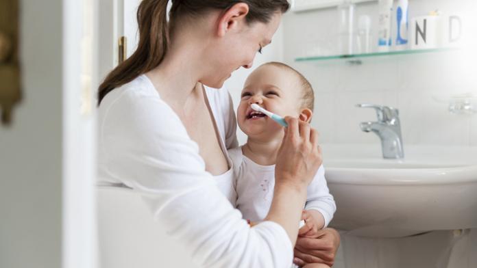 tandenborstel voor de eerste tandjes