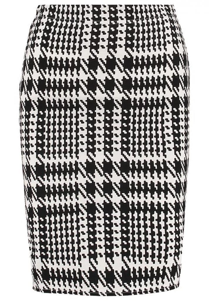 Une jupe crayon à carreaux