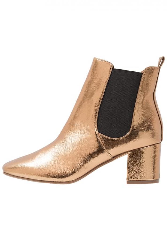 Des boots de couleur métallique