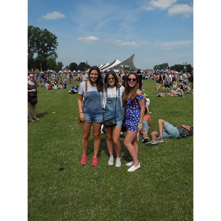 Karlien (19), Olivia (17) en Sarah (17)