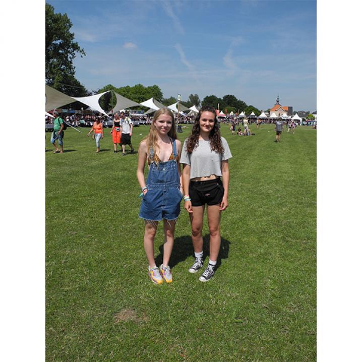 Nina (16) en Anna (15)