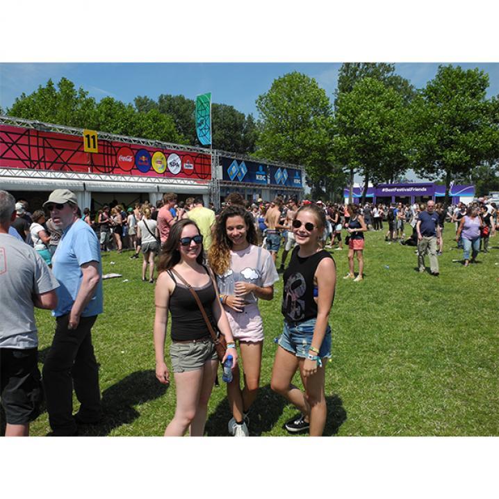 Sarah (20), Astrid (20) en Evi (20)