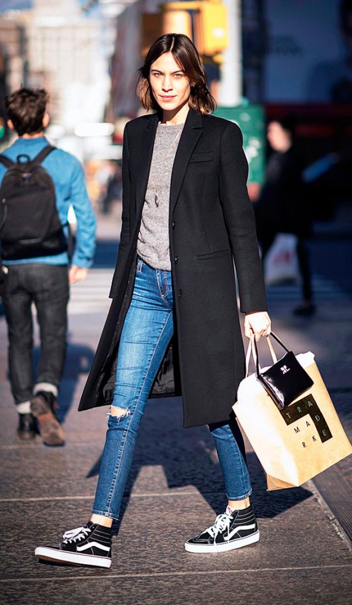 Alexa Chung zwarte sneakers