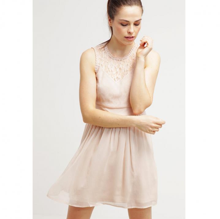Lichtroze jurk met kant