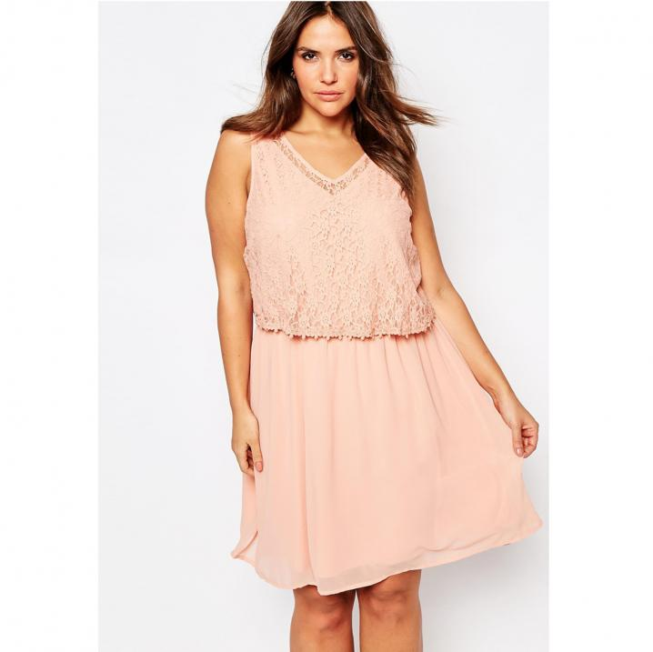 Lichtroze jurk met kanten bovenkant