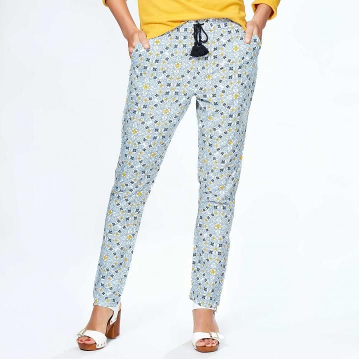 Lichtblauwe losse broek met gele accenten