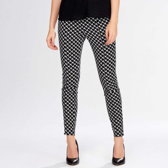Zwart met witte broek