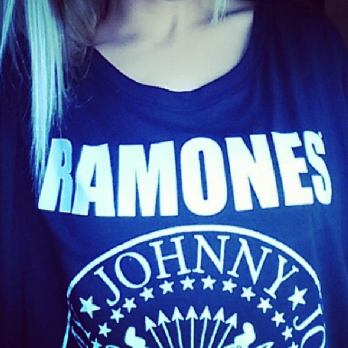Een T-shirt van The Ramones