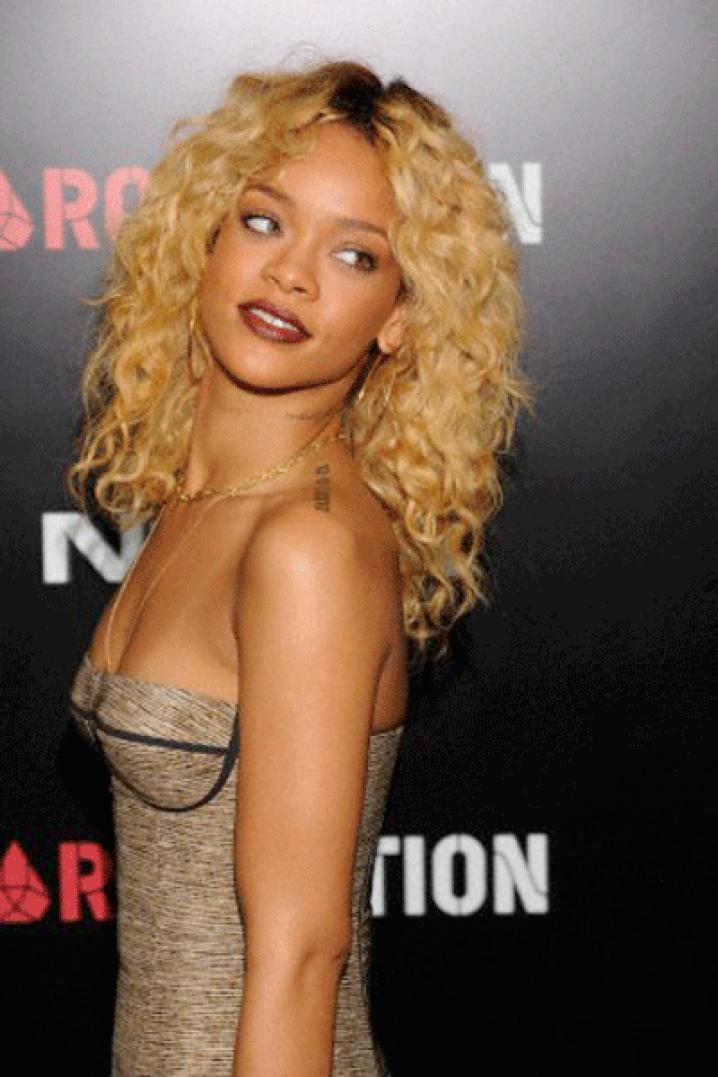 Rihanna devient blonde