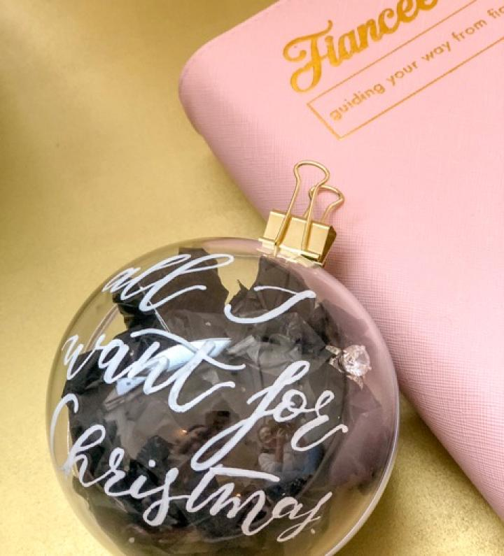 Kerstballen huwelijksaanzoek