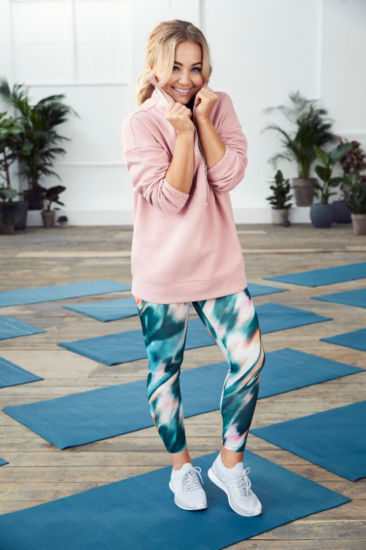 De quoi s acheter plusieurs petites tenues pour le cours de Zumba et de yoga.  Du coup a7b8596b6bc