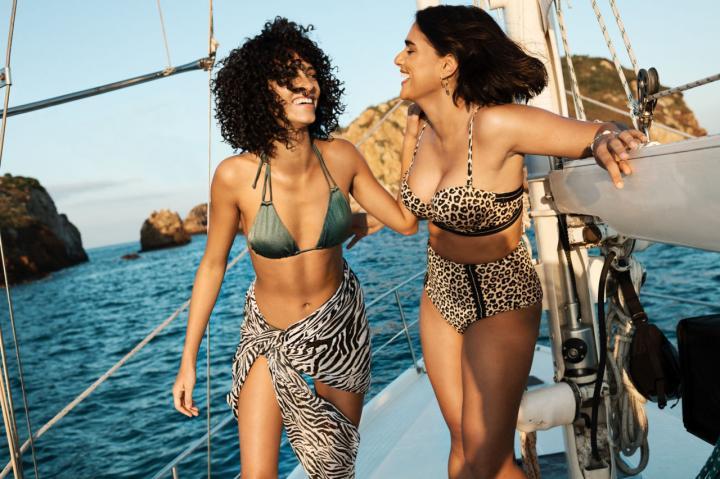 info pour 1b179 88316 Les mannequins H&M en maillot de bain ont des formes et ça ...