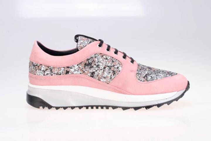 547d05f8c06 Karl Lagerfeld lanceert personaliseerbare sneakerlijn