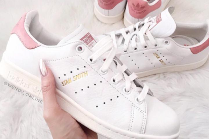 e44efe923dd AHA: dit is hét trucje om vieze geurtjes uit je sneakers te bannen