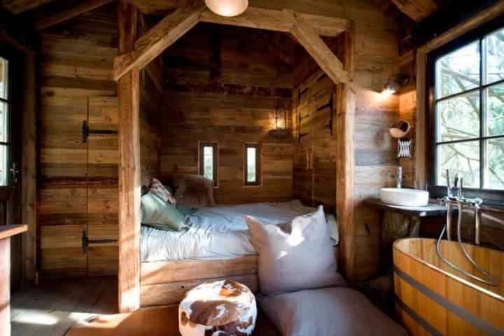 les h tels les plus insolites de wallonie. Black Bedroom Furniture Sets. Home Design Ideas