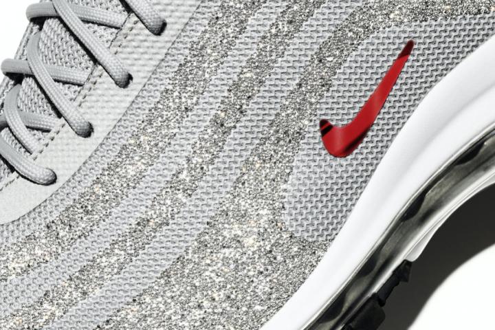 check out 1f817 78bb1 ON VEUT  les nouvelles Nike décorées par Swarovski