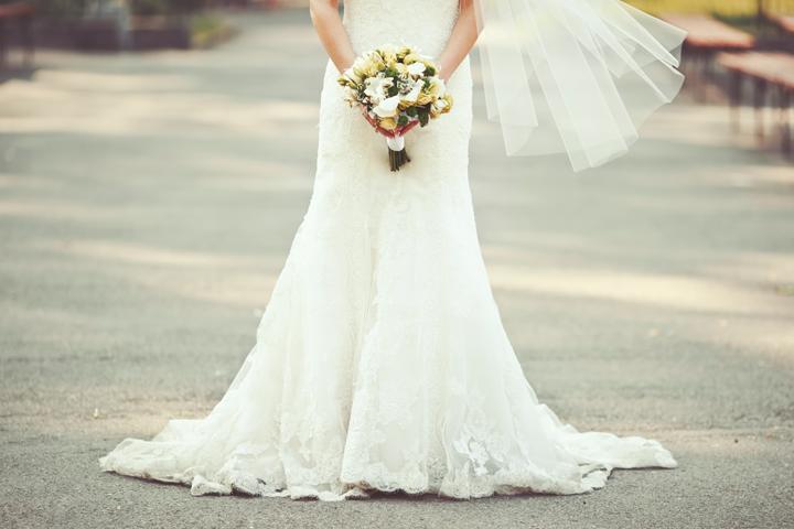 9fc24190703 MARIAGE  7 bonnes adresses pour louer sa robe ou l acheter en ...
