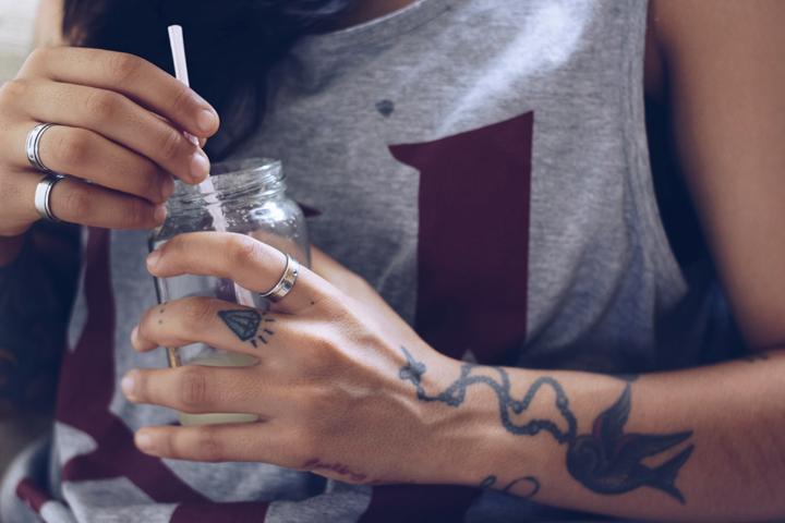 tatoo main femme