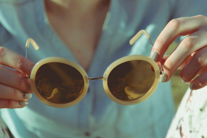 0772797c9aa33 L astuce pour reconnaître de bonnes lunettes de soleil